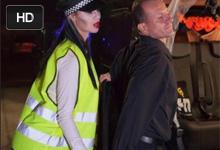 Halloweenský sex taxikára s policajtkou