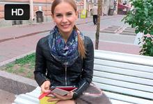 Ruský TrickyAgent trtká naivnú lolitku Molly na údajnom konkurze do filmu