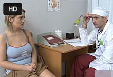 Súlož na ruskej gynekológii Zvrhlý doktor zasunie do mladej blonďavej maminy