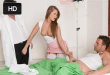 Trojka v nemocnici, alebo doktor s pacientom sa podelia krásnu sestričku (Silvia Burton)