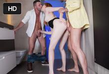 Anny Aurora Záchodová švédská trojka s chlapcami z diskotéky!