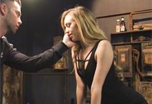 Submisívna Lyra Louvel zaplatí manželov dlh z pokeru tvrdým BDSM sexom