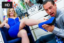 Bohatá panička si zašuká s predavačom topánok! (Holly Hanson a Johnny Castle)