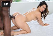 Bohatá slečinka Eva Lovia si krásne zasúloží s bývalým milencom z vysokej školy – interracial porno