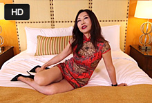 Ázijská milf trtká na hoteli so svalnatým porno-agentom!