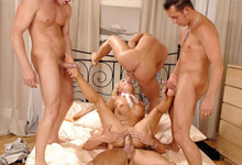 Štyria manažeři si objednajú prostitútku na zvrhlý análny gang bang! (Sharka Blue)