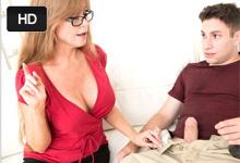 Darla Crane ponúkne nevlastnému synovi lekciu orálneho sexu!