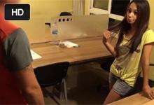 Pracovne znechutená Španielka Adira si natočí kancelársku trtkačku s náhodným poslíčkom