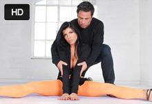 Tanečný lektor Alan Stafford vášnivo vyšuká klientku Romi Rain
