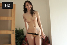 Štíhla Češka Belle Claire si nechá naplniť kundičku na súkromnom porno castingu