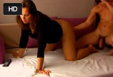 Amatér vyprstuje a pretiahne peknú partnerku pred webkamerou