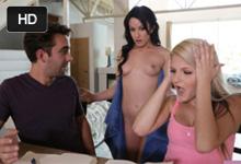 Americká teenka Hoper Harper v rodinnom grupáči s priateľom a macochou Jennifer White
