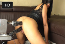 Maskovaná amatérka sa urobí pri dvojitej penetrácii zadočku – squirt porno