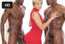 Neverná žena si dohodne trojku s čiernym trénerom a jeho kamarátom (Makenna Blue, Jason Brown a Isiah Maxwell)