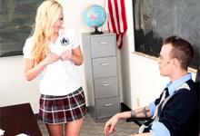 Blonďavá žiačka súloží s mladým učiteľom (Cassidy Ryan)