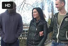 Česká žena si zatrtká s náhodným černochom so súhlasom manžela
