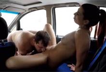 Nadržaný šofér si dá sexuálnu pauzičku s ryšavou prostitútkou - české porno