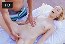 Alexa Grace Masáž pri bazéne končí letným romantickým sexom!