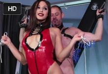 Mladá domina Abella Danger mučí a trtká submisívneho muža – BDSM porno