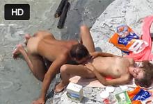 Rozvášnení rekreanti si zašukajú na nudistickej pláži!