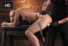 Zviazaná blondínka Dylan Ryan zažije drsné mučenie kundičky – BDSM porno