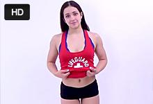 Americký porno agent pretiahne zadoček 18-ročnej modelky!