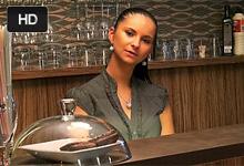 Krásna barmanka sa nechá fiknút za peniaze v prázdnom podniku! (Marie Getty)