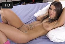 Nádherná brunetka Felicity Feline trtká na americkom porno castingu