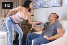 Nadržaný mládenec sa poláska s prsnatou nevlastou tetou! (Portia Harlow)