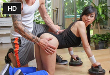 Ázijská športovkyňa Jade Kush súloží na súkromnom tréningu