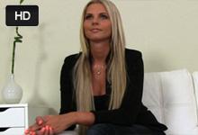 FakeAgent Castingový agent trtká krásnu vysokú blondínku! (Mia Angel)