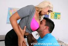 Pozrite si Najnovšie porno videá v porno kategórií Veľké prsia s porno značkou Striptíz.
