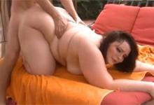 tučné chlpaté Teen Sex striekať s hračkou
